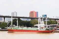 大码头的货物海洋小船船坞 免版税库存图片
