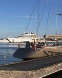 大私有游艇在港口-西班牙 塔拉贡纳 12 06 2016年 图库摄影