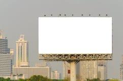 大空白的广告牌有城市视图背景 免版税库存图片