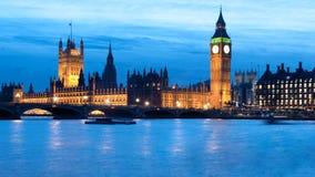 大笨钟和议会之家在晚上 免版税图库摄影