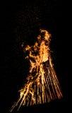 大篝火在晚上 库存图片