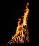 大篝火在晚上 免版税图库摄影