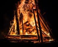 大篝火在晚上 库存照片