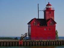 大红色荷兰港口灯塔 免版税库存照片