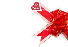 大红色被隔绝的心脏弓和红色木图在白色背景 St华伦泰` s日 免版税库存图片