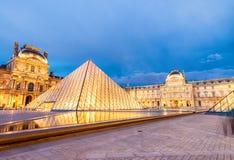 巴黎-大约2014年6月:微明的罗浮宫 天窗museu 免版税图库摄影