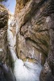 大结冰的冰冷的积雪的瀑布在峡谷Baerenschuetz 图库摄影