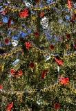 大美丽的很好装饰的圣诞树 免版税库存照片