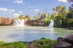 大美丽的瀑布 库存照片