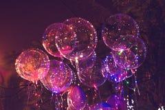 大美丽的胶凝体气球、被绘的光和电灯泡 做的照片2012年8月9日 免版税库存照片
