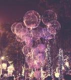 大美丽的胶凝体气球、被绘的光和电灯泡 做的照片2012年8月9日 免版税库存图片