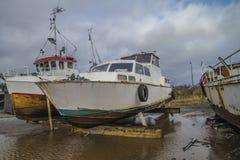 大老生锈的钢小船 免版税库存图片
