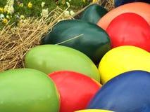 大色的复活节彩蛋 免版税图库摄影