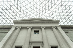 大英博物馆的内部与给上釉的机盖的 库存照片