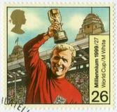 大英国- 1999年:展示罗伯特弗雷德里克切尔西博比・摩尔1941-1993, 1966年世界杯足球赛冠军 图库摄影