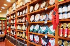 大范围繁体中文茶在商店,丽江,中国 图库摄影