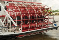 大草原,乔治亚/美国- 2018年6月25日:大草原` s河船,乔治亚女王/王后,靠码头在河街道上 免版税库存照片