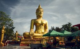 大菩萨雕象在芭达亚 观光在泰国 免版税图库摄影