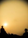 大菩萨雕象香港在日落期间的天狮Tan 库存照片