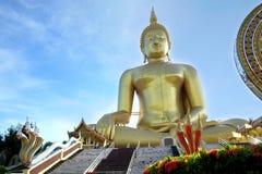 大菩萨wat mong, Angthong 库存图片