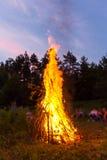 大营火在晚上 免版税库存图片