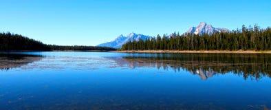 大蒂顿国家公园的Jackson湖 库存照片