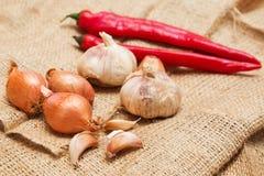 大蒜、葱和红辣椒 免版税库存图片