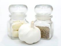 大蒜和小茴香在白色 图库摄影