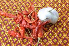 大蒜和辣椒 库存图片