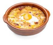 大蒜和面包汤西班牙语,从泥罐的西班牙 在视图之上 库存图片