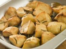 大蒜土豆烤了迷迭香 免版税库存图片