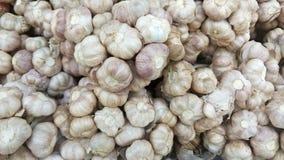 大蒜在泰国夜市场上 免版税库存图片