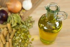 大蒜油橄榄色葱意大利面食 免版税库存照片