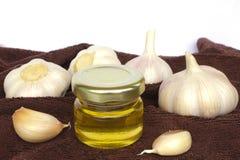大蒜电灯泡和瓶子蜂蜜如健康吃 库存图片
