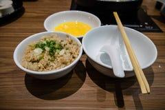 大蒜米和鸡蛋 库存图片