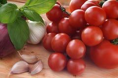 大蒜美食术地中海葱蕃茄丝毫 免版税库存图片