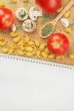 大蒜荷兰芹蘑菇蕃茄面团食谱 免版税图库摄影