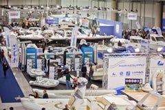 大蓝色充气救生艇商展大厅海运 免版税图库摄影