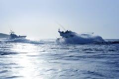 大蓝色小船捕鱼比赛早晨夏天 图库摄影