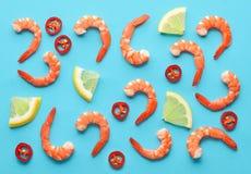 大虾、柠檬和辣椒的样式 免版税库存照片