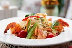 大虾开胃菜,轻的夏天盘 免版税库存图片