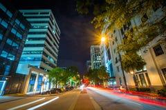 大街在晚上,在街市哥伦比亚,南卡罗来纳 免版税图库摄影