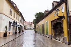 大街在萨格勒布・克罗地亚在一个雨天 图库摄影