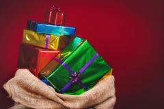 大袋有礼物的圣尼古拉斯 免版税库存图片