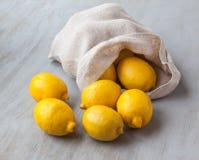 大袋柠檬 库存照片