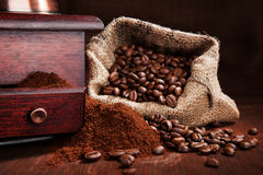 大袋用咖啡豆。 图库摄影