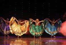 大裙子吉普赛人节日舞蹈这奥地利的世界舞蹈 免版税库存图片