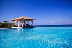 大西洋最近的海洋池summerhouse游泳 免版税图库摄影