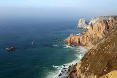 大西洋海岸,从海角罗卡,葡萄牙的看法 免版税库存图片