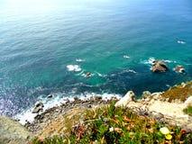 大西洋的天蓝色的水 库存照片